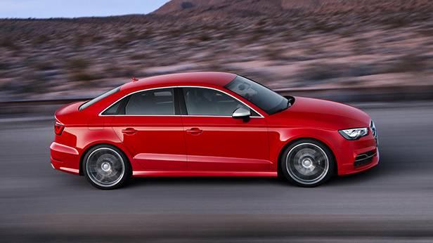 _autorevue-vorstellung-Audi-S3-Limousine-seite-oben