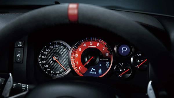 Nissan GT-R Nismo 2015 cockpit atmaturen tacho