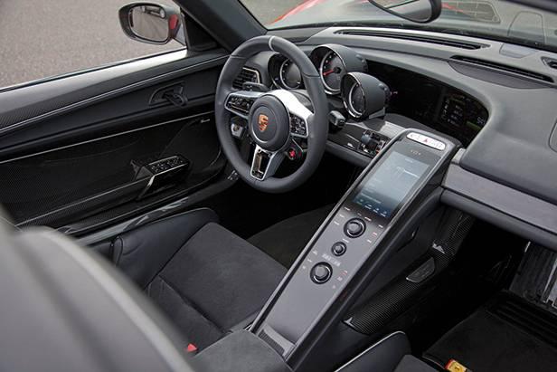 Porsche 918 Spyder hybrid cockpit innenraum