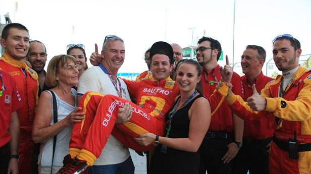 Fabio Leimer wird von seiner Familie und seinem Team gefeiert