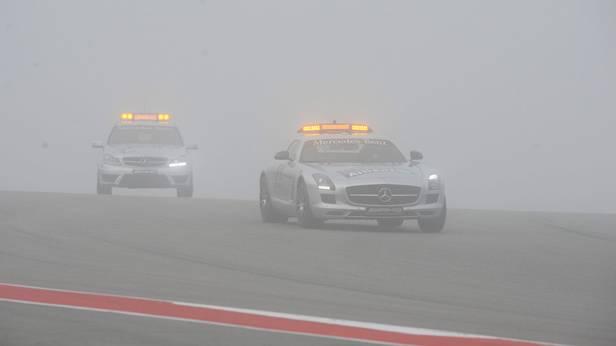GP USA Safety Cars fahren im dichten Nebel