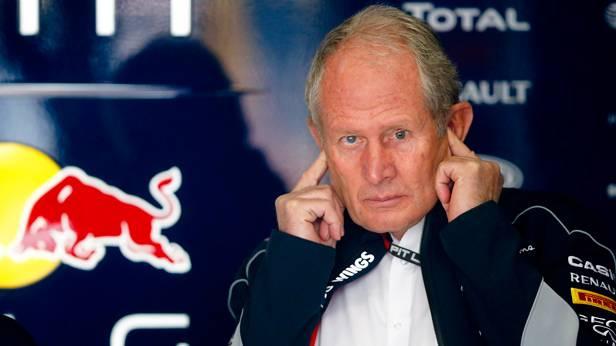 Helmut Marko hält sich beim Grand Prix von Shanghai die Ohren zu