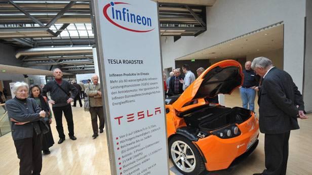 Der Tesla Roadster bei einer Ausstellung