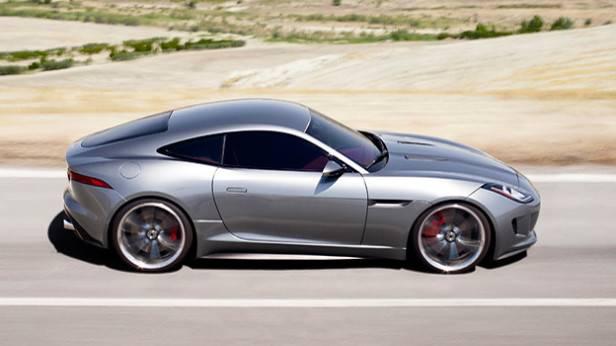 Jaguar F-Type Coupé dynamisch rechts