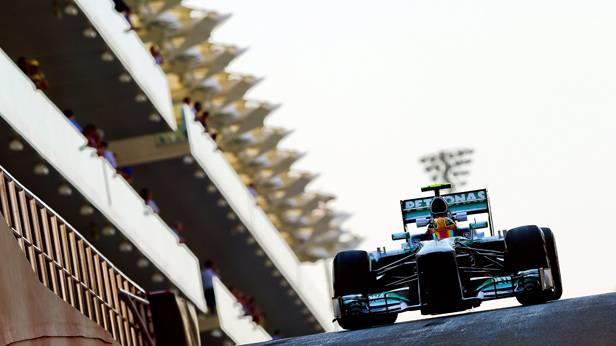 Lewis Hamilton im Rennauto beim GP von Abu Dhabi