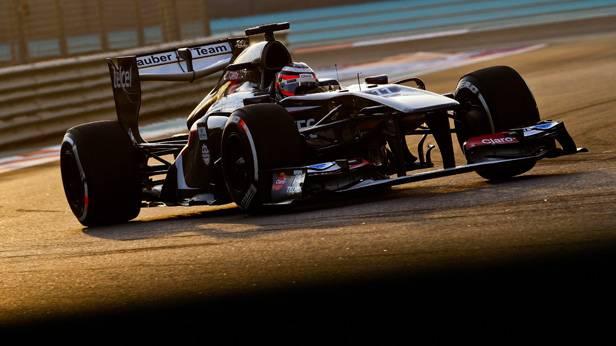 Nico Hülkenberg im Rennauto auf der Rennstrecke von Abu Dhabi