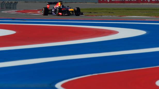 Sebastian Vettel im Rennauto beim zweiten freien Training zum GP USA