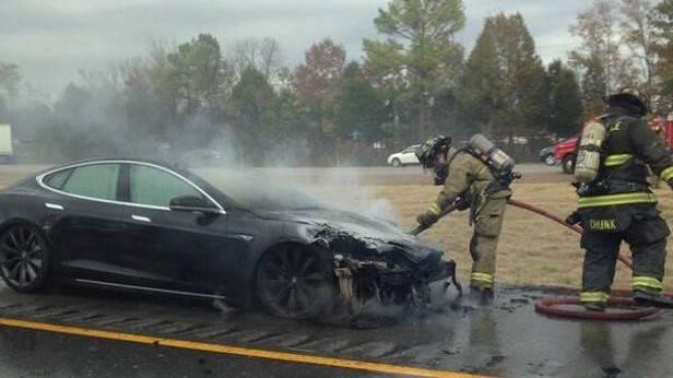 Das dritte Model S fing Anfang November in Tennessee Feuer - Tesla versucht sich in (Image)schadensbegrenzung