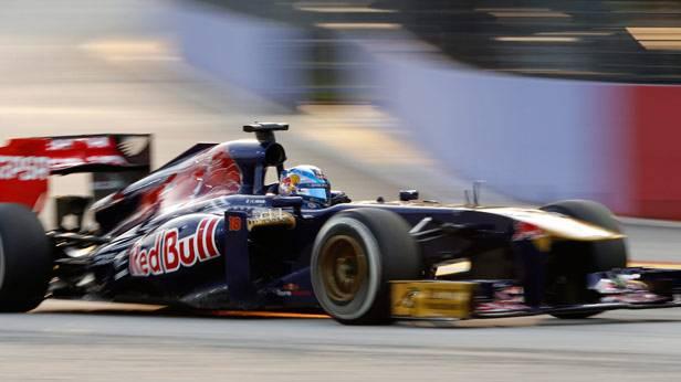 Der Toro Rosso Pilot Jean-Eric Vergne im Rennauto