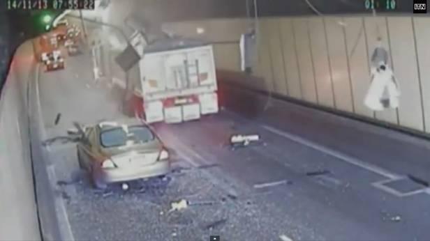 Lastwagen im Tunnel in Sydney –Fail