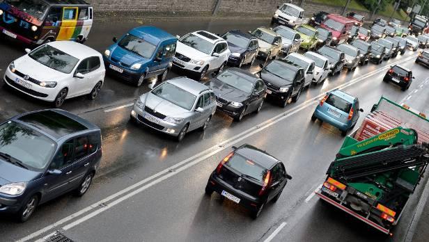 Ein Auto bedeutet laufende Kosten - trotzdem wollen viele ÖsterreicherInnen nicht darauf verzichten.