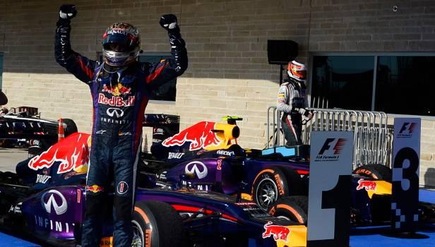 Nach so viel Erfolgen gibt's nicht nur Glückwünsche: Die Konkurrenz hofft stark auf ein Ende der Dominanz des Dreamteams Vettel/Red Bull.
