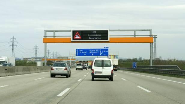 Jeder zweite Autofahrer fühlt sich durch zu dichtes Auffahren stark bedrängt und wird dadurch selbst unvorsichtiger.