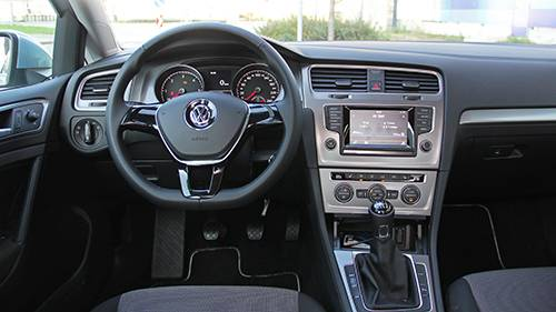 vw golf tdi bluemotion cockpit innenraum innen