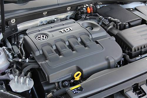 vw golf tdi bluemotion motor motorraum