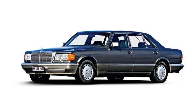 Phil vergibt den Titel in diesem Wanderbrief an das neue Mercedes E Cabrio und erinnert an einen Mercedes SE der Baureihe 126, der in Afrika mit 1 Million Kilometern auf dem Tacho einschlief.