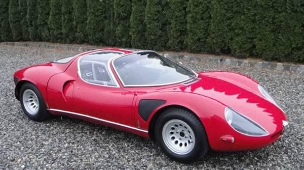 Ein Alfa Romeo 33 Stradale steht zum Verkauf