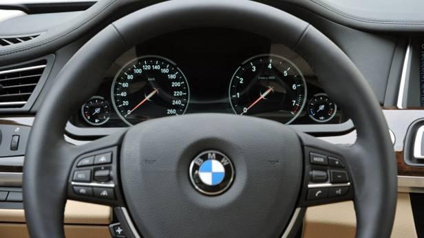 Lenkrad des BMW 750 Li