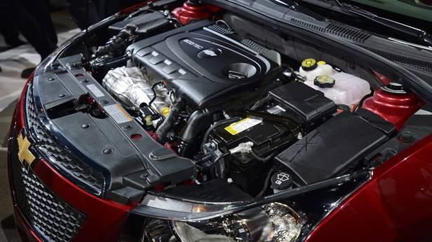 Der Motorraum des Chevrolet Cruzel Diesel Turbo