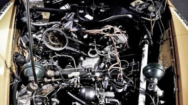 Motorraum des Citroen DS V6