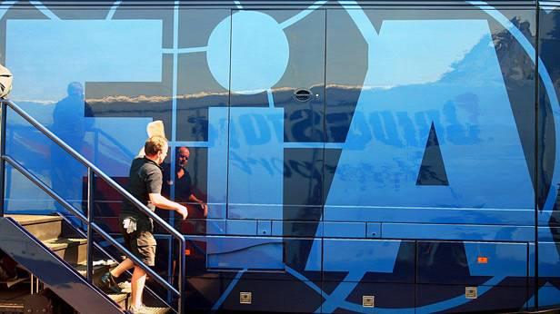 FIA Logo auf einer Fensterscheibe