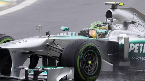 Lewis Hamilton im Rennauto in Brasilien