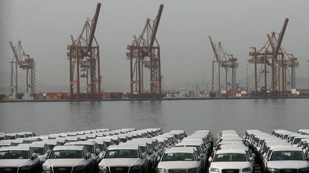 Neuwagen von Audis werden am Hafen von Piraus nicht verladen, da gestreikt wird.