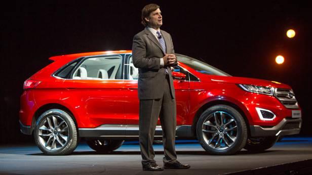 Jim Farley vor einem Ford Edge Concept