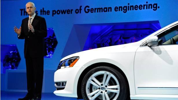 Jonathan Browning auf der North American International Auto Show 2012