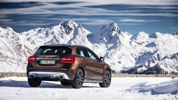 _Mercedes-Benz-GLA-220-CDI-braun-heck-4