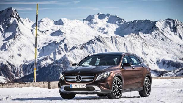Der Mercedes-Benz GLA 220 CDI 4matic auf Schneefahrbahn.