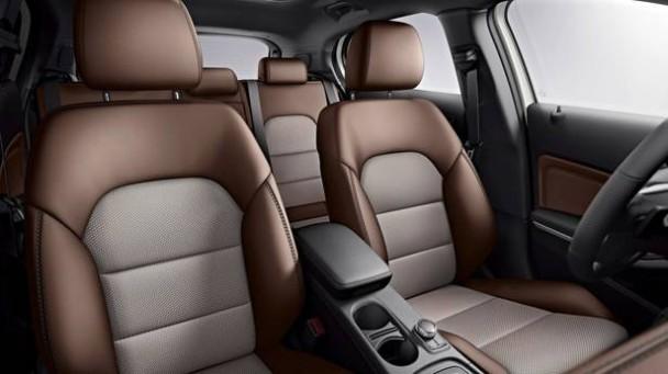_Mercedes-Benz-GLA-220-CDI-innen