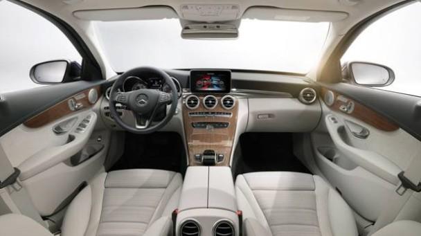 _Mercedes-C-Klasse-Jahrgang-2014-innen3