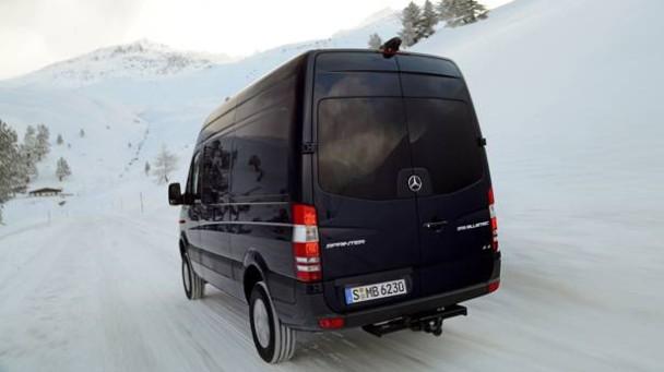 _Mercedes-Sprinter-Vito-4x4-schneefahrbahn-heck2
