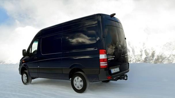 _Mercedes-Sprinter-Vito-4x4-schneefahrbahn-seitlich