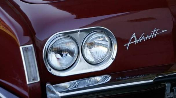 Scheinwerfer des Studebaker Avanti