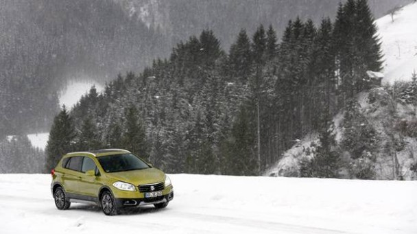 _Suzuki-SX4-S-Cross-1.6-4WD-strasse-seitlich-2
