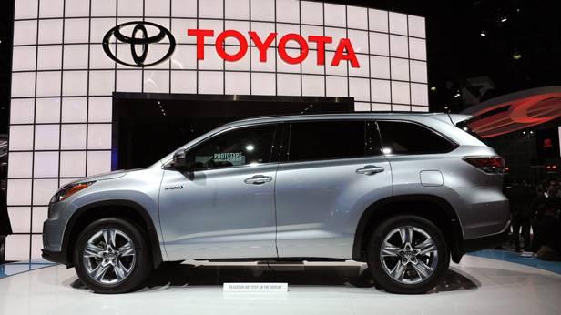 Der Toyota Highlander Hybrid auf der LA Motor Show 2013
