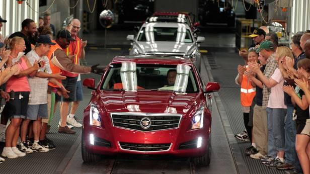 Der erste GM 2013 Cadillac ATS rollt vom Band