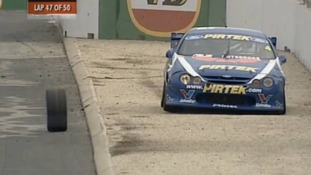 v8 supercar loosing wheel