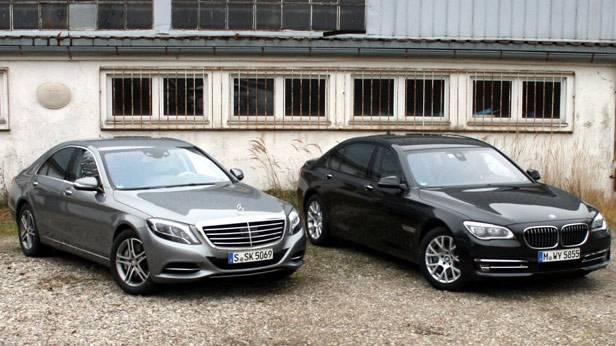 Mercedes S 500 neben einem BMW 750 Li