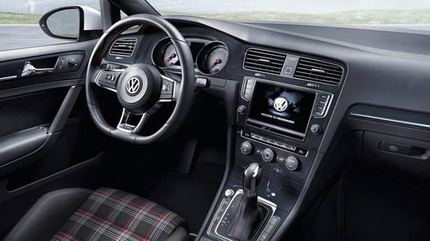 Der VW Golf GTI innen