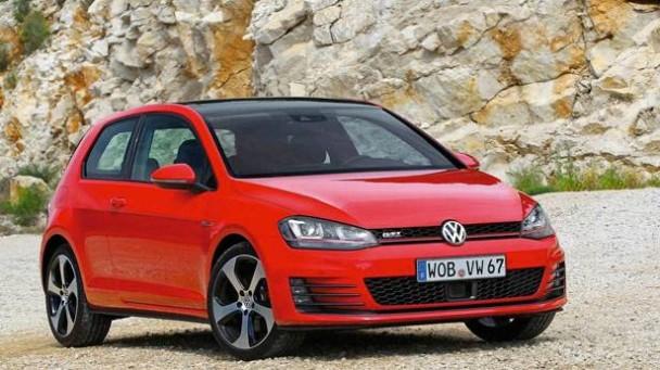 Der VW Golf GTI rot Frontal