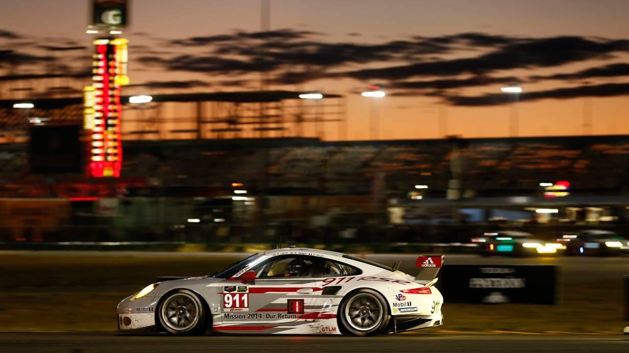 _24-h-Rennen-Daytona-911-seite-nacht
