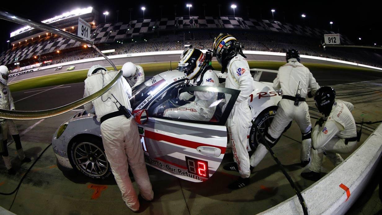 _24-h-Rennen-Daytona-boxenstopp