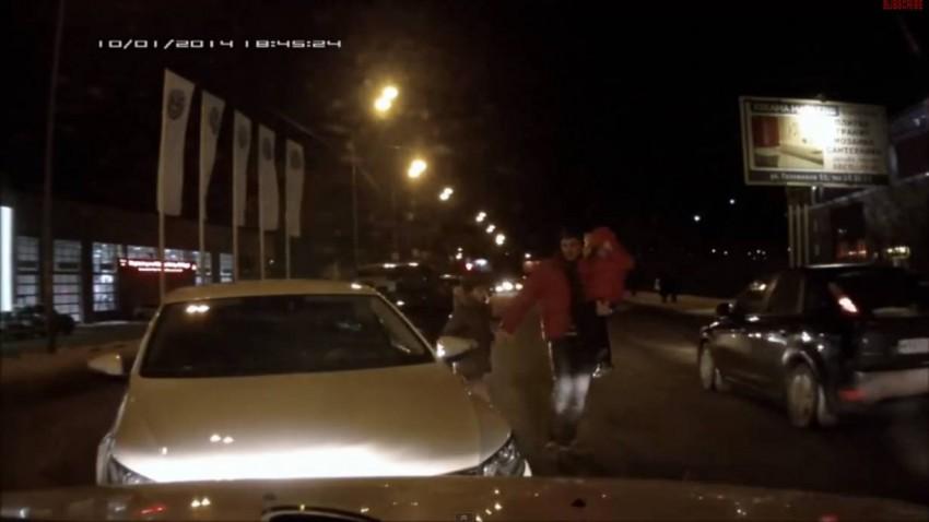 Autofahrer lässt Auto auf Kreuzung stehen