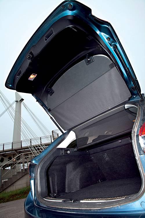 mazda6 sport combi cd 175 blau heckklappe kofferraum