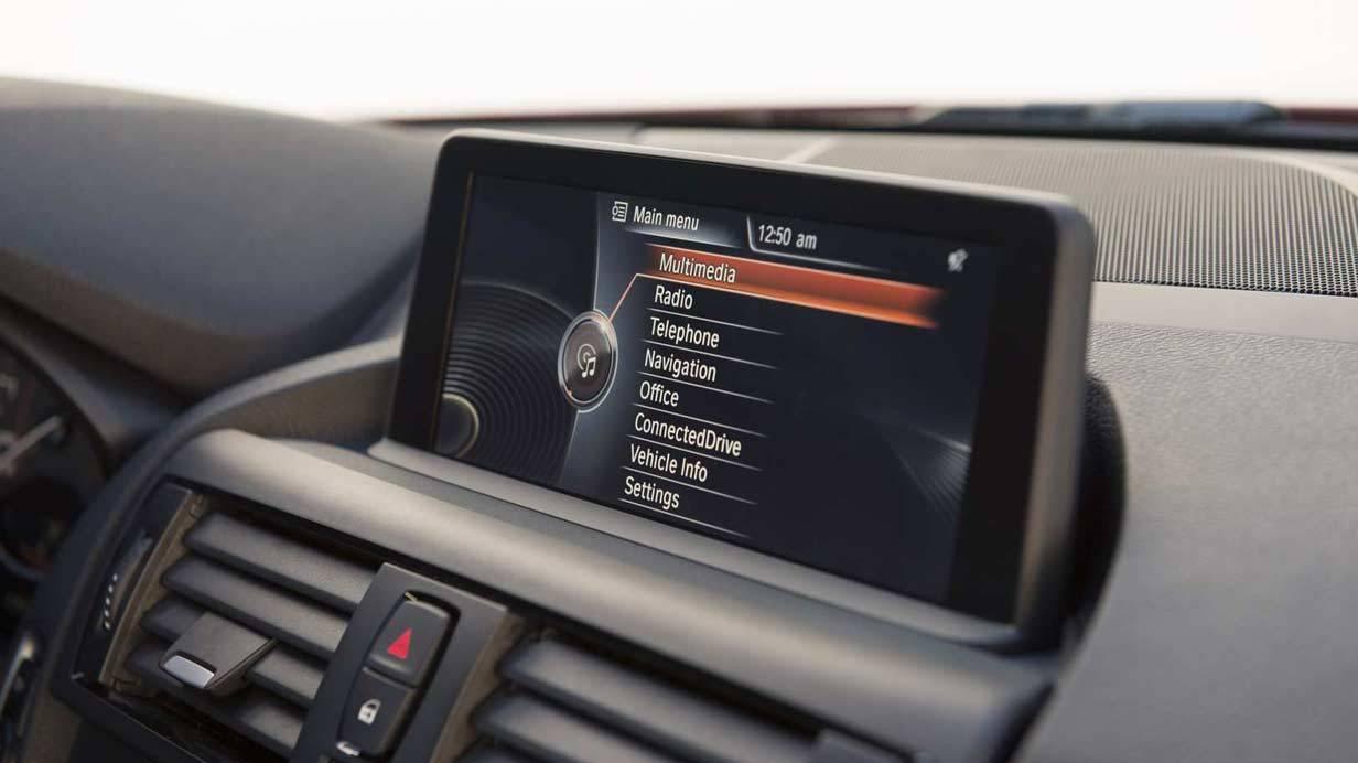 _BMW-M235i-navigation