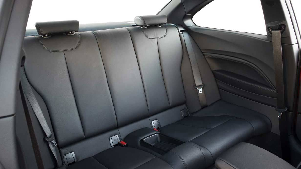 _BMW-M235i-ruckbank