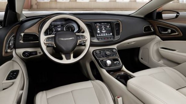 _Chrysler-200-cockpit
